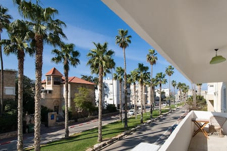 Palm Boulevard Sunny Room by the sea - Hajfa - Apartament