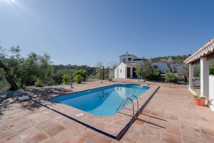 Spacious Holiday Apartment Sol y Mar with Mountain View, Wi-Fi, Terraces, Shared Garden & Shared Pool; Parking Available