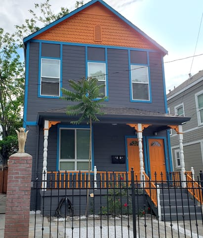 Walk to Downtown SJ from Modern Victorian home!