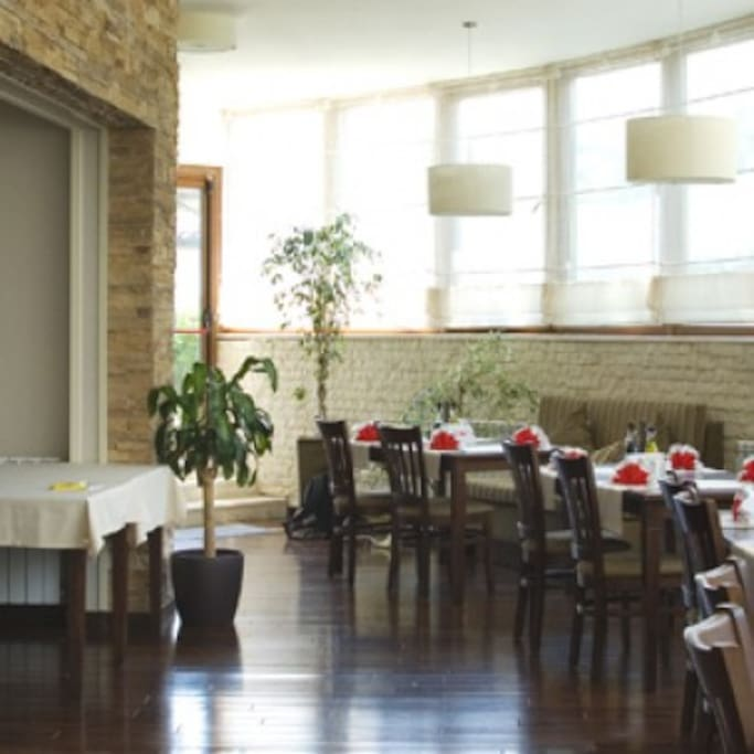 Restaurant - Available for Breakfast, Lunch & Dinner.  Payable at reception
