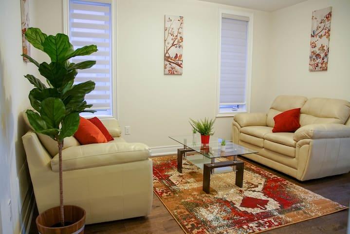 4 Bedrooms Luxury Home In  Kleinburg Vaughan