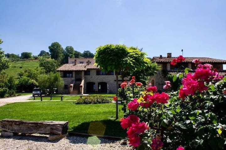 Beautiful countryhouse with pool and garden