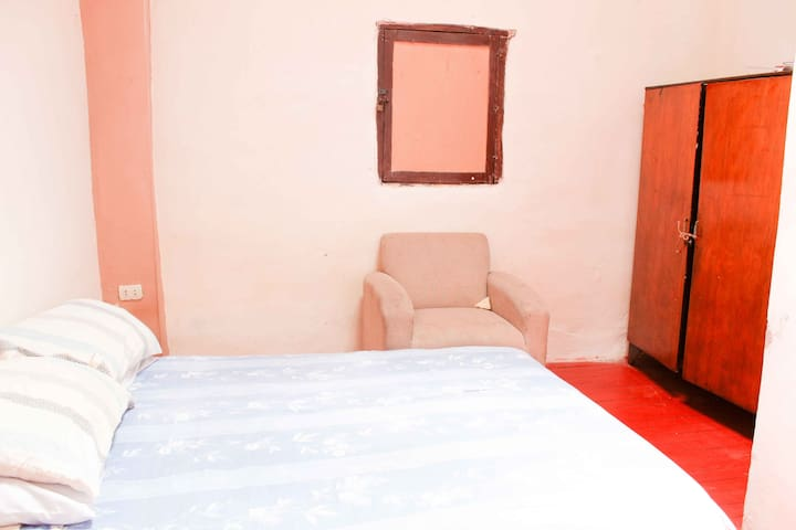 Double Ensuite in Crib near Main Square