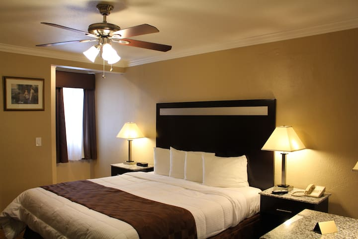 Comfort King Room, Downtown Near All Attractions