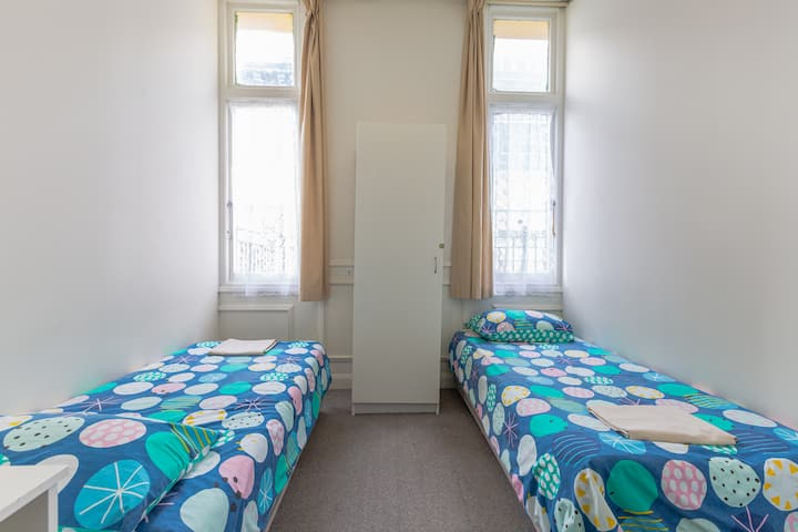 Cozy Shared Twin Bed Room
