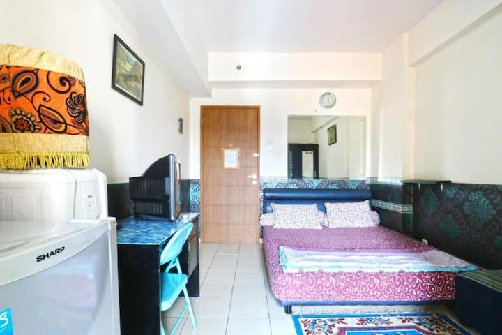 Clean Standard Room at Dewi Depok Apartment