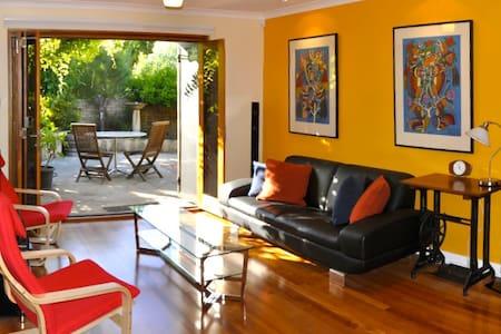 one38 Stylish Executive Villa - North Fremantle