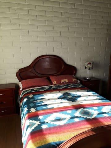 Se renta habitación en casa de campo