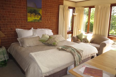 Tranquil Private and Spacious Room - Saint Ives Chase