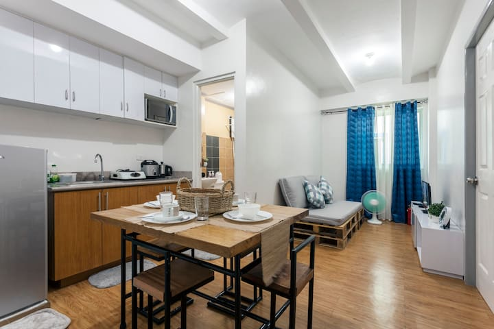 Cozy unit with FREE WIFI for business & pleasure - Sta. Rosa - Condominium