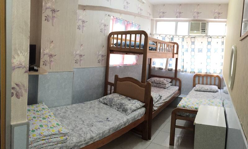 Female Dorm Room 女生床位宿舍 (3)