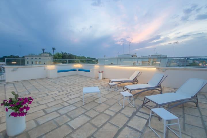 Elegante camera con terrazzo solarium