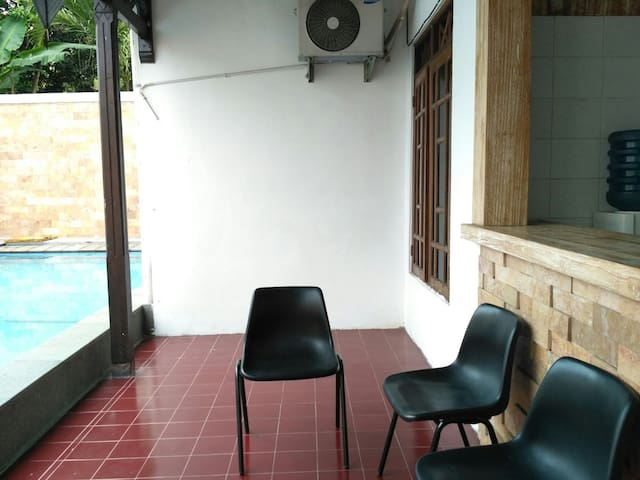 2BR with pool and wifi - Ngaglik - Dom