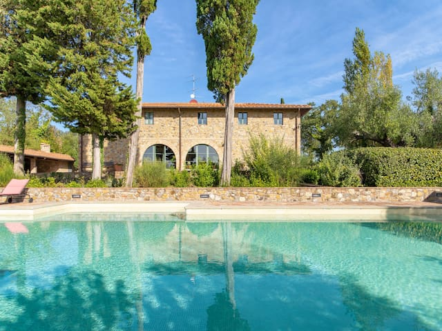 Beautiful 8 bedroom Villa with pool near Montaione