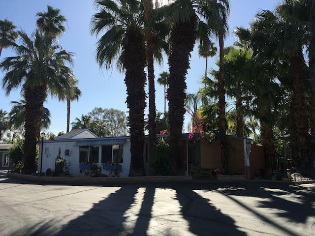 Palm Springs -1 bedroom -Seasonal rental