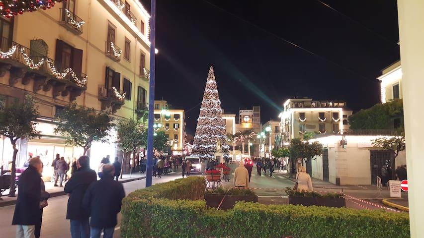 Natale a Sorrento, Piazza Tasso 1