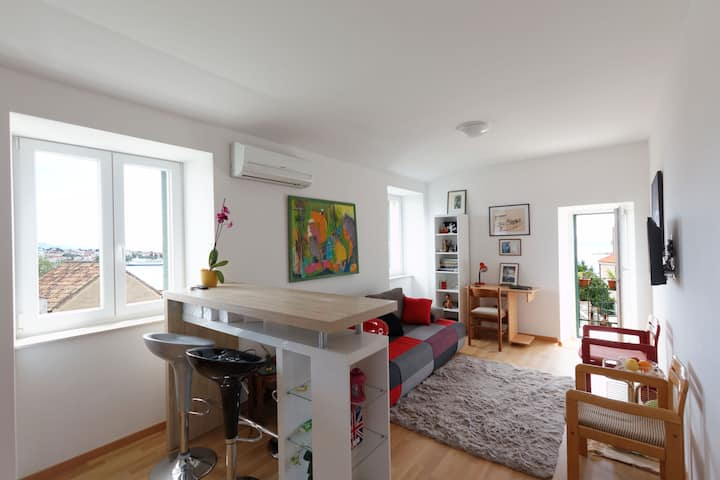 Bright and central apartment - Old town view