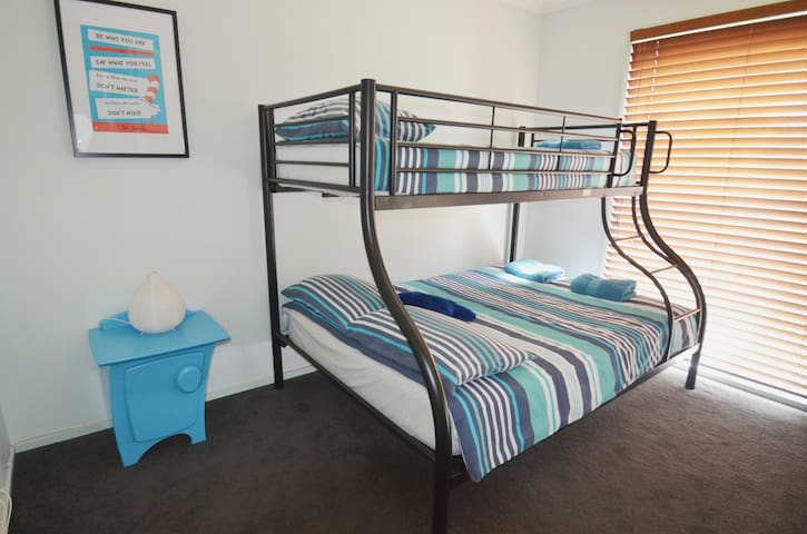 Bunk room in superb Richmond location