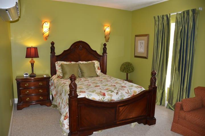 Natchez Manor- Chelsea's Garden Room