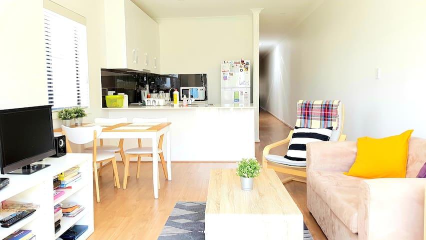 Cozy Convenient House - Room 1