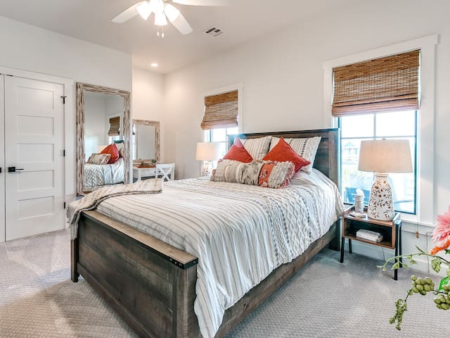 Queen Guest Bedroom
