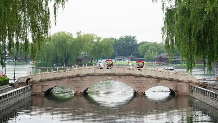 小雨下的金锭桥