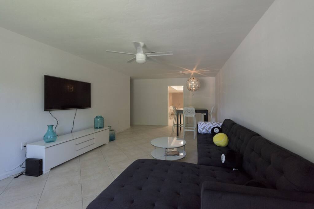 Great Living area, modern furnishings with comfort and room to lounge.