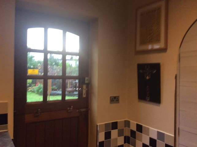 Lovely annexe suite in quiet area close to City