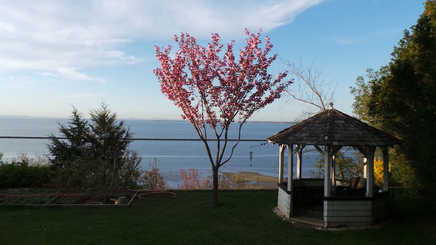 Private Oceanfront Cliff House - Atlantic Highlands - บ้าน