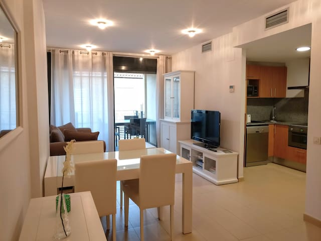 Apartament with swimming pool near the beach