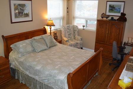 Simcoe Mill Pond Estate 2 Bed 2 Full bath Condo