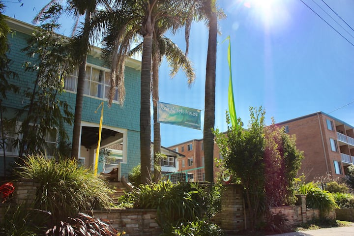 Share Room for Workers, Students-Wollongong