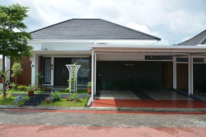 Audy's House 2 Jl. Godean Km7