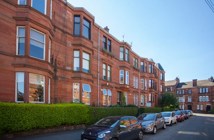 Big, Bright 3-bed Flat in Perfect Glasgow Location