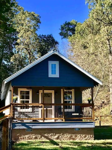 Clear Creek Cabin-Your own house 5 min to town!