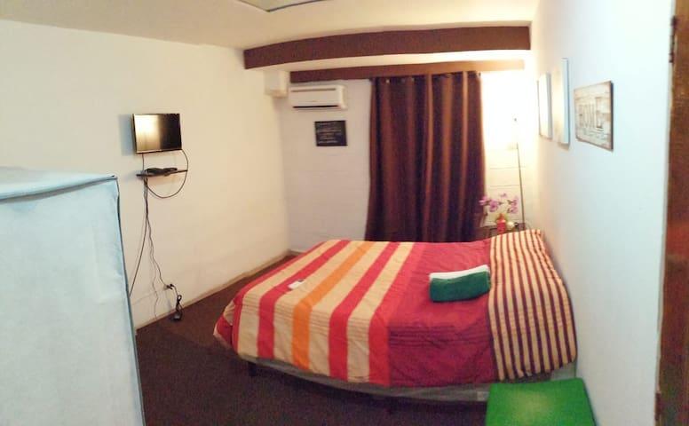 Habitacion en la Escalon,(9) acogedora,confortable