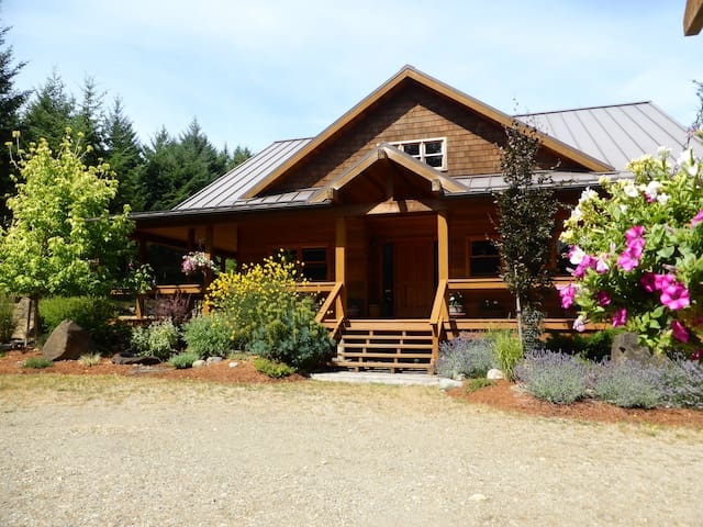 Hornby Island Mt. Geoffrey Bed & Breakfast - Hornby Island - Bed & Breakfast