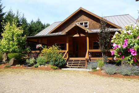 Hornby Island Mt. Geoffrey Bed & Breakfast - Bed & Breakfast