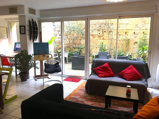 Apartement with lovely courtyard