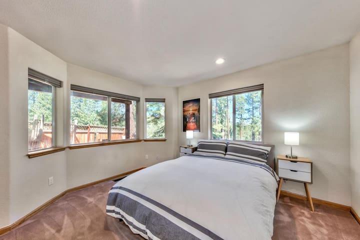 Downstairs rear bedroom