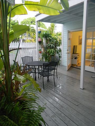 Truman Annex Shipyard with Tropical Garden - Key West - Apartamento