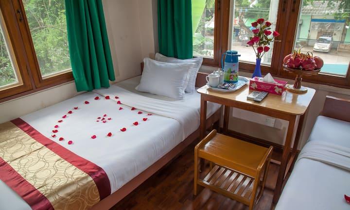Single room + private bathroom (Mother Land Inn 2)