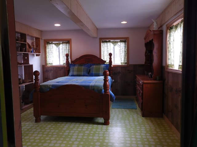 Queen Room Farm Stay Garden Views River/Lakes Area - Rumford - Bed & Breakfast