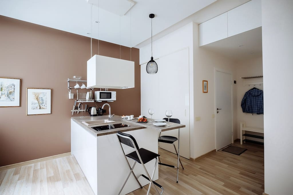 Well equipped kitchen area with a space for breakfasts and dinners