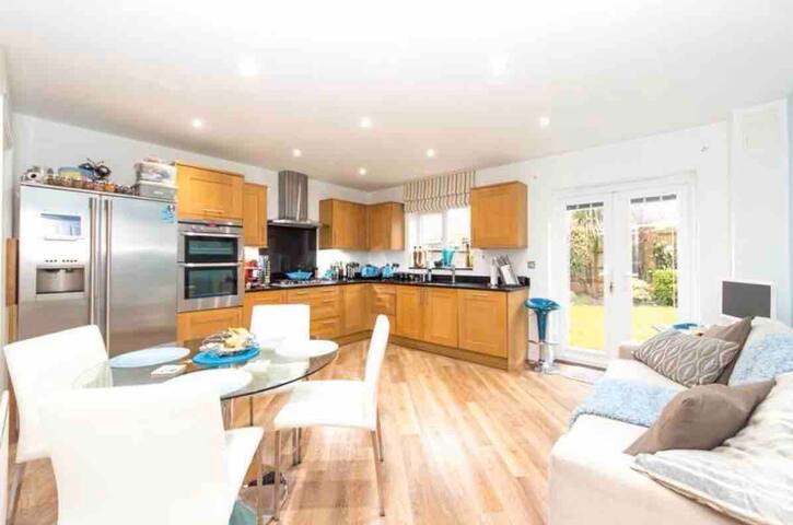 🌞 Sunny 🌞 Bedroom In Interior Designed Home ☕️
