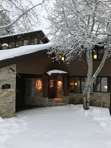 4BR/4BA Peaceful Mountain Home in Snowmass Village