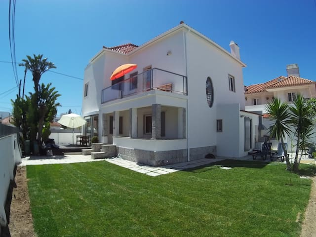 Detached beach house near Lisbon - Costa da Caparica - House