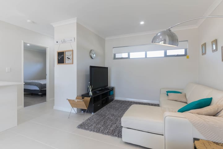 Apartment Accomodation near Perth Airport & CBD - Cloverdale - Leilighet