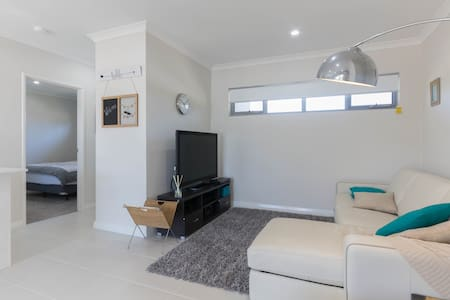 Apartment Accomodation near Perth Airport & CBD - Cloverdale - Apartemen