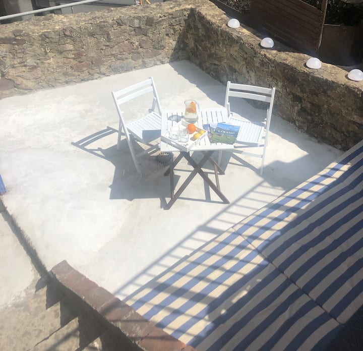 A cosy cottage 20m from the beach just for you!